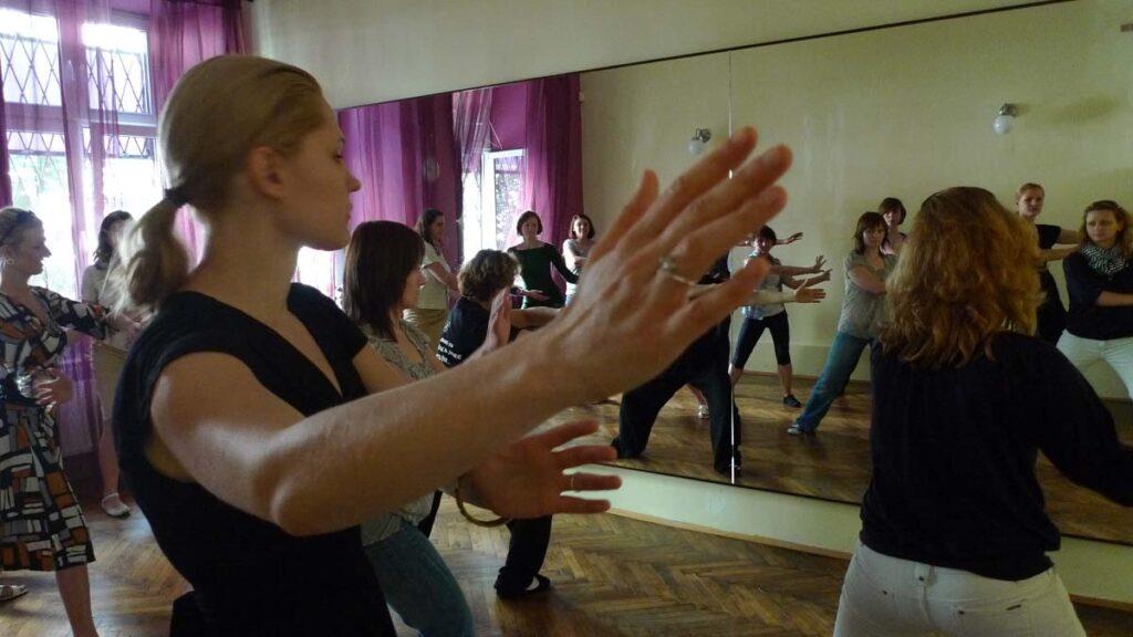 Ludmiła Petrenko prezentuje lodowy masaż antycellulitowy